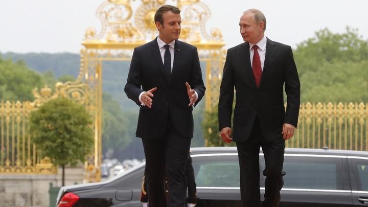 Либеральные СМИ попытались столкнуть Макрона и Путина