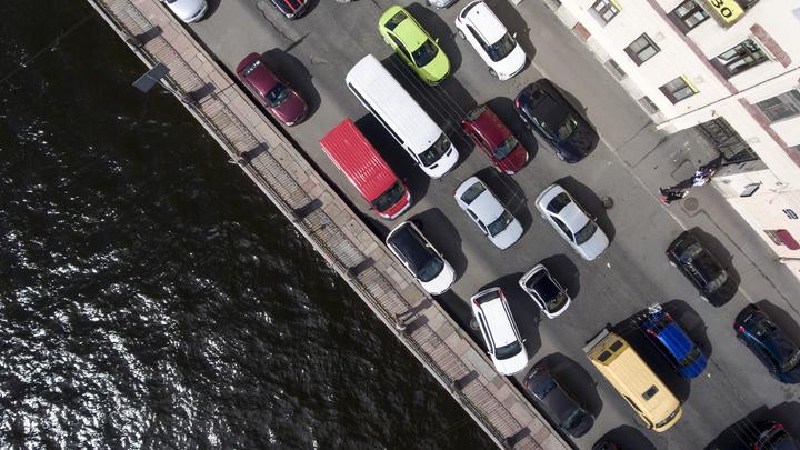 В ледяной реке погибала 5-месячная девочка:Риелтор в Петербурге стал героем, увидев руку в форточке