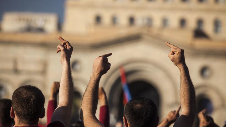 Армянская оппозиция потребовала выхода из соглашения по Карабаху