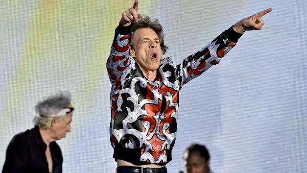Легенда рока на улицах Москвы: Вокалист The Rolling Stones Мик Джаггер «потусил» с москвичами