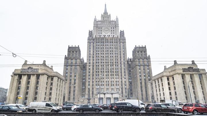 В плену убеждений в собственной непогрешимости: МИД России о новых санкциях США и Канады