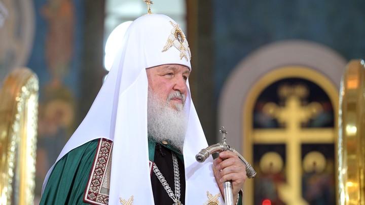 Патриарх Кирилл передал кардиналу Паролину икону и книгу на итальянском языке