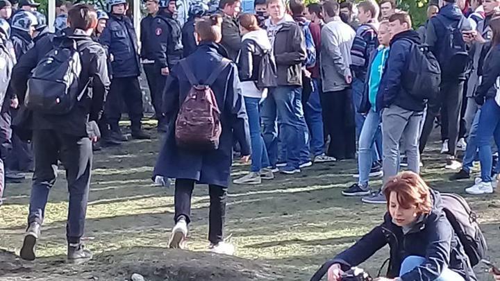 В толпе действительно очень много провокаторов: Счёт задержанным противникам храма в Екатеринбурге идет на десятки