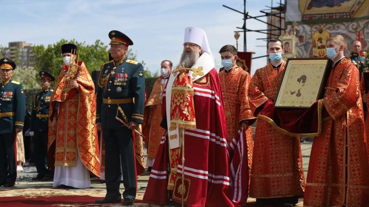 В Ростове-на-Дону митрополит Меркурий освятил стелу, открытую к 103-й годовщине ЮВО