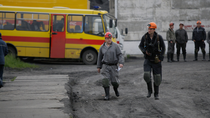 Более 200 украинских шахтеров остались заблокированы под землей без света