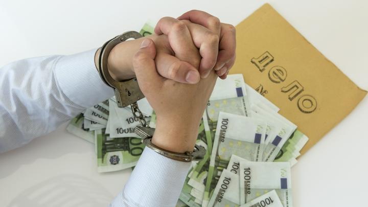 В Новосибирске за взятку осудили сотрудника колонии