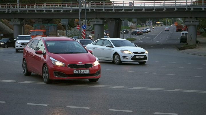 Мажоры с Рублевки вновь подвергли опасности московских водителей - видео