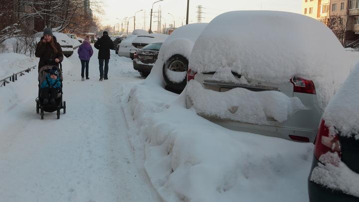 Утонул в сугробах: В Новосибирске ввели режим ЧС