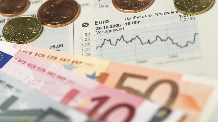 Евро стал дороже 90 рублей