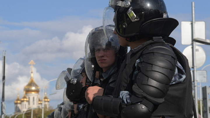 Зачем позориться?: Бурятский экс-силовик ополчился на московский ОМОН. Но объяснить, как надо, не смог
