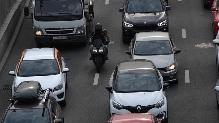 Новосибирцы встали в субботнюю пробку на Гусинобродском шоссе