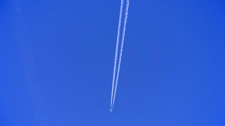 Вылетевший из Египта самолет резко сменил маршрут из-за «минирования»