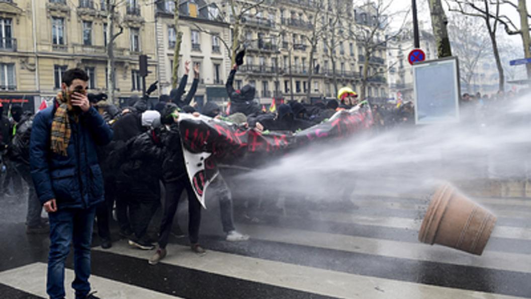 Международные правозащитники потребовали от Киева урезонить радикалов