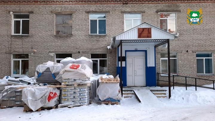 В Курганской области начали ремонт главной больницы Притобольного района