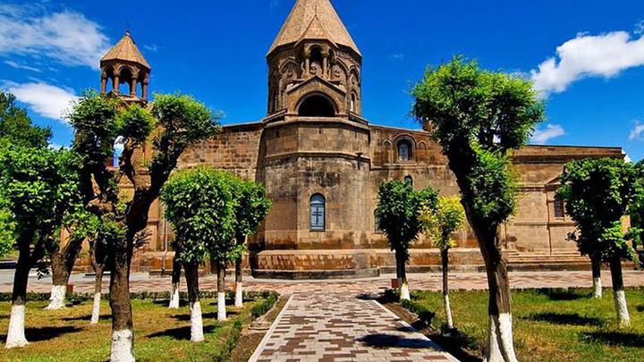 За час до полуночи сегодня зазвонят колокола всех храмов Армении