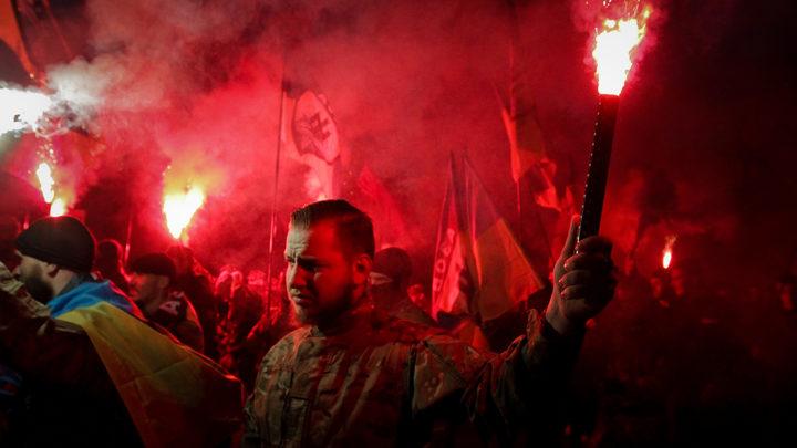 Вокруг крики, Сивохо повалили на пол: В Киеве нацисты сорвали презентацию плана примирения с Донбассом