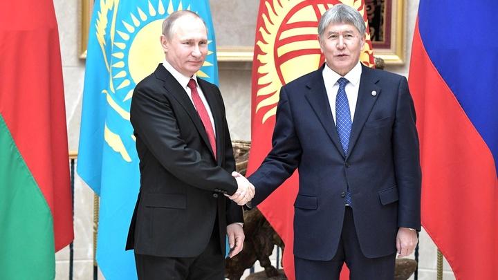 Путин отметил вклад Атамбаева в развитие отношений России и Киргизии