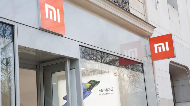 Xiaomi показала новый Mi 9: Тройная камера и прозрачная версия смартфона