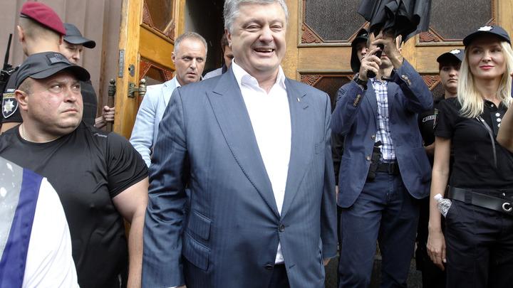 На Порошенко завели новое уголовное дело, но не в Киеве: Пока украинцы гибли, он торговал