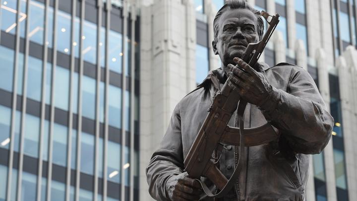 Памятник Калашникова освободился лишь от одной ошибки скульптора