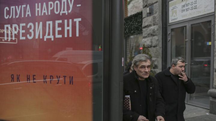 Профдеформация? Слуга народа в первую очередь отменил указы Порошенко, связанные с телевидением