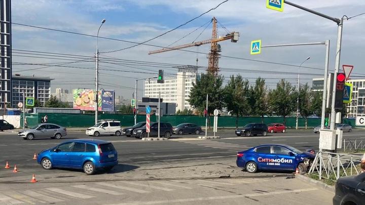 Четыре человека оказались в больнице в результате ДТП в Новосибирске