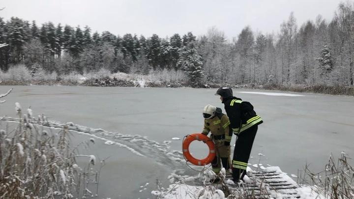 В Покрове сотрудники МЧС спасли рыбака, который провалился в полынью