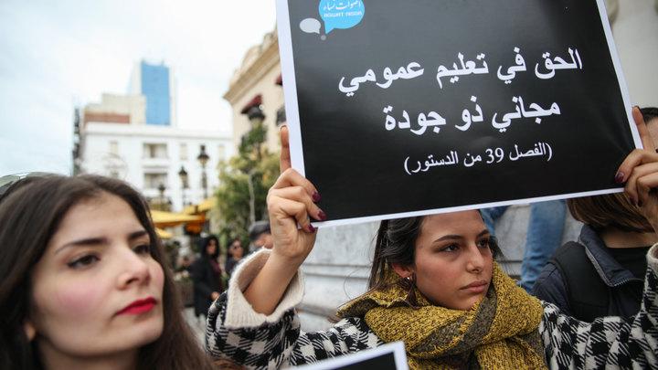 Бегом из Туниса: Эксперт объяснил, почему молодые люди уезжают из страны в Европу