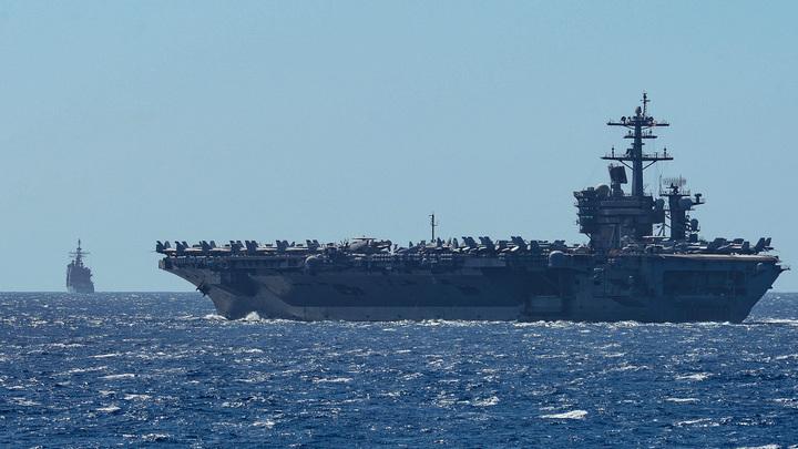 Капитан заражённого авианосца США просит помощи: В ответ наказание? В Пентагоне обиделись на критику