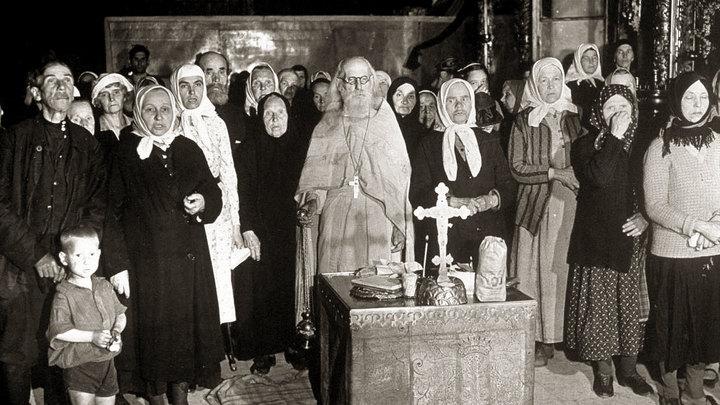 На их тощих плечах мы вылезли из пропасти: Отец Андрей Ткачёв о злых церковных бабках