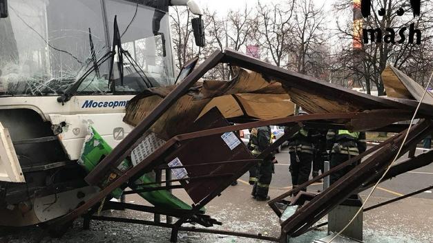 Наезд автобуса на остановку: Водитель на грани сознания рассказал, что произошло