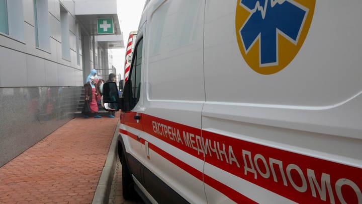 Взбунтовавшиеся украинские туристы выломали двери в киевском аэропорту