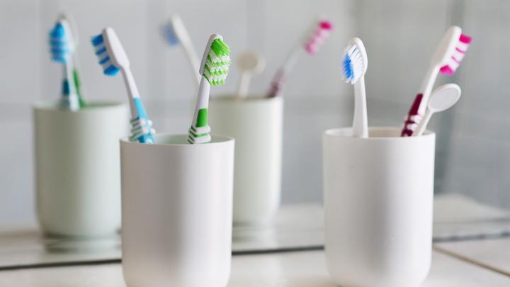 Белизна зубов - не показатель здоровья: Врач развеяла четыре популярных мифа о кариесе