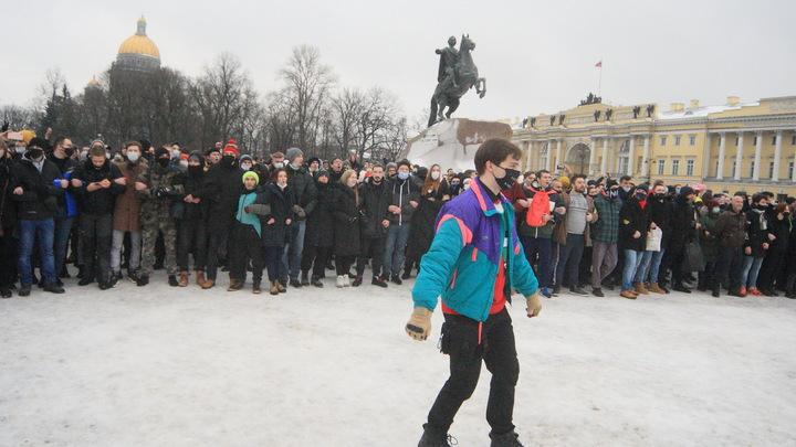 Эксперт оценил возможные последствия прогулки «навальнят» в центре Петербурга в разгар пандемии