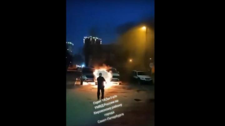 В Петербурге ищут мигранта, который сжег две полицейские машины