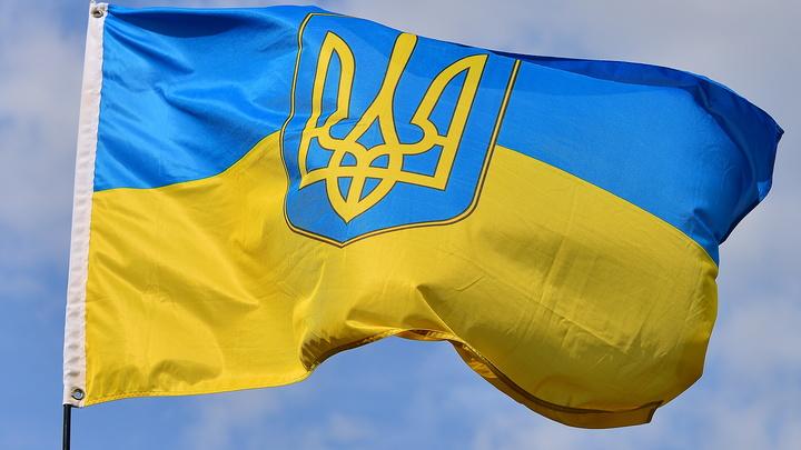 Игроков сборной Украины по футболу принудят носить форму под лозунгом националистов