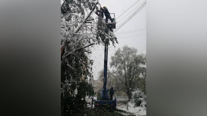 В Кемерове устраняют последствия мощного снегопада