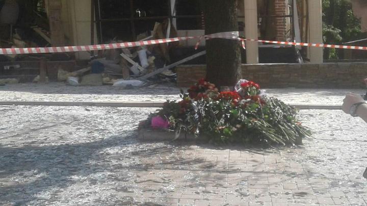 Украинцы устроили издевательские «поминки» у стен посольства России