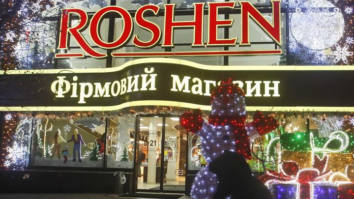 Казалось бы, при чём тут Порошенко: Украина запретила ввоз шоколадных конфет