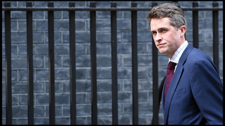 Глава британского Минобороны «заткнулся и убрался» в ответ на вопрос о России