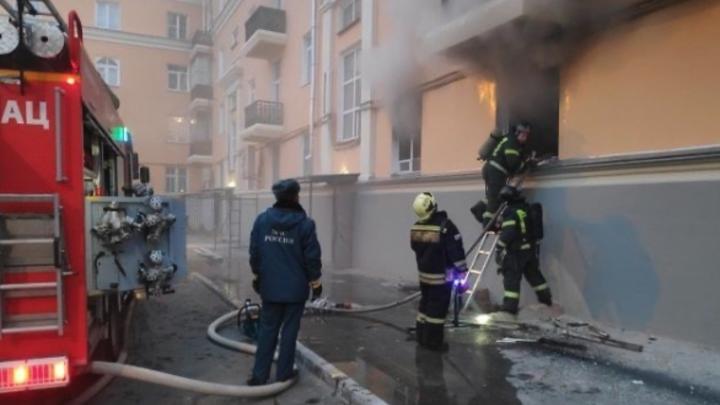 В Челябинске из-за пожара в подсобке магазина пришлось эвакуировать 10 человек