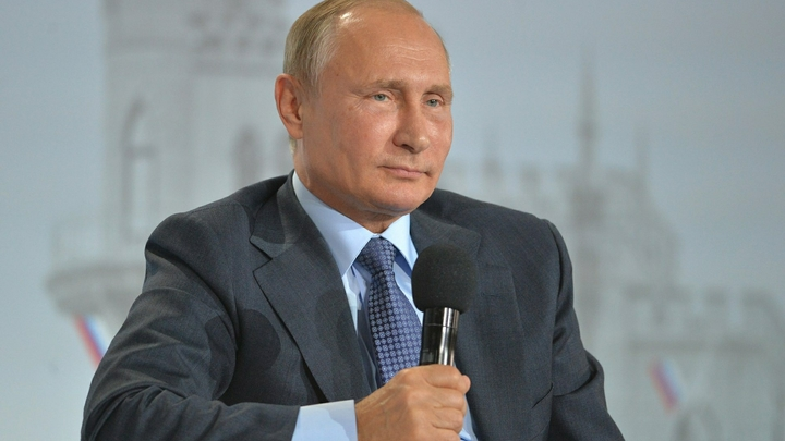 Путин открыл памятник Александру III в Крыму и пообещал помочь с книгой о русском царе