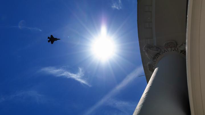Пропали с радаров: Три бомбардировщика США исчезли у российской границы - СМИ