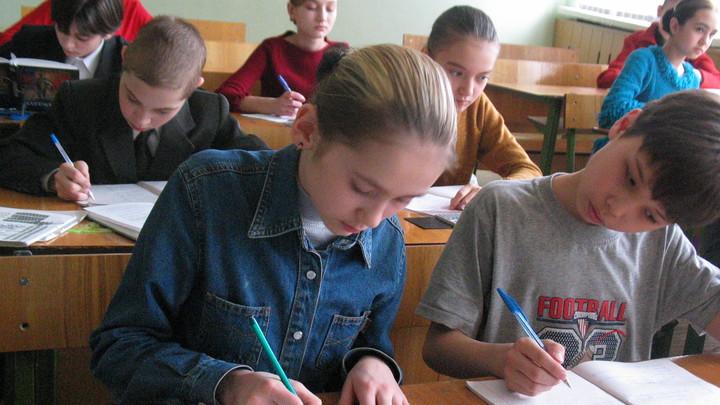 Школа не имеет права навязывать родителям производителя формы – юрист