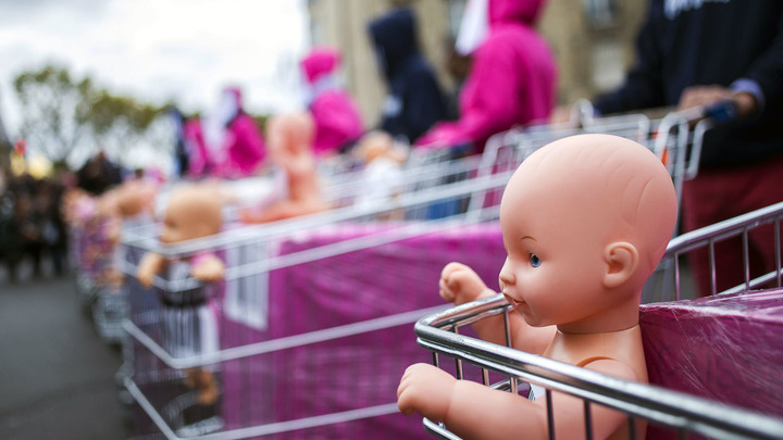 Детей отбирают за бедность или за болезнь родителя. Выход найден