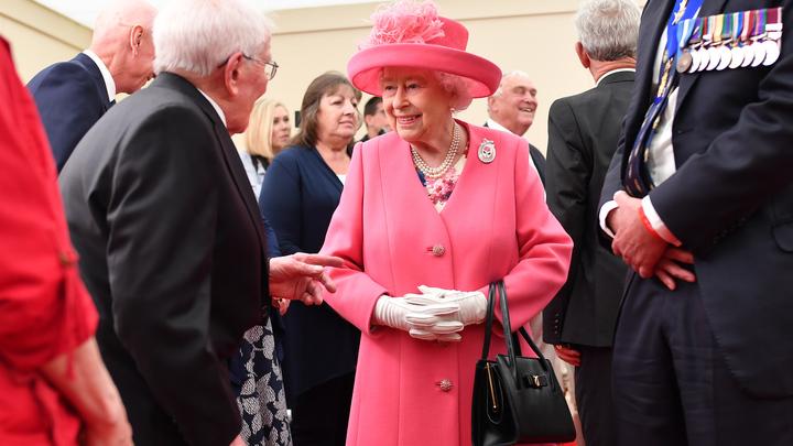 Немецкий срам прикрыли шляпкой королевы Англии: Конфуз на юбилей высадки союзных войск в Нормандии - фото