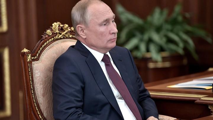 Никаких слюнтяев во главе России, это само собой разумеется: Путин нашелверный ответ на комплимент в Дагестане
