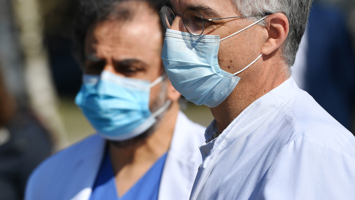 Один аппарат ИВЛ на пятерых: Итальянские врачи стоят перед безумным выбором, кому дать подышать
