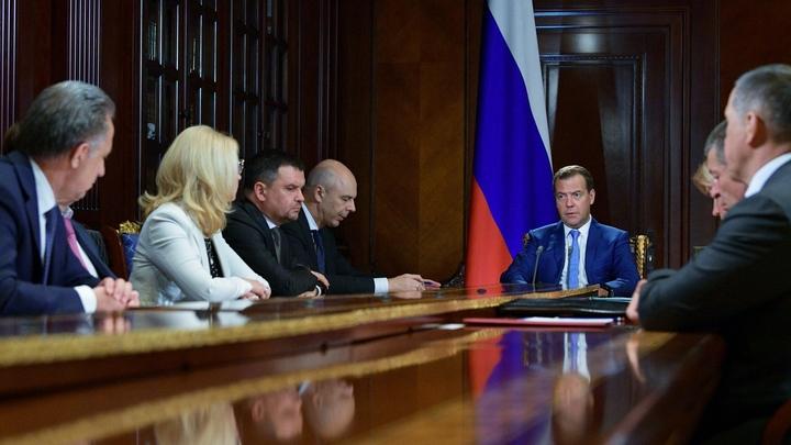 В музыканты не годитесь: Эксперт заявил о банкротстве четверки Медведева, взявшей ответственность за нацпроекты