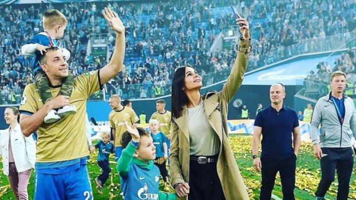 У знаменитого футболиста игрока клуба «Зенит» Артема Дзюбы родился третий сын
